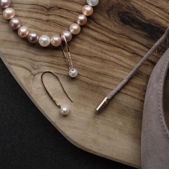 Roségoud zoetwaterparel oorhangers, diamanten